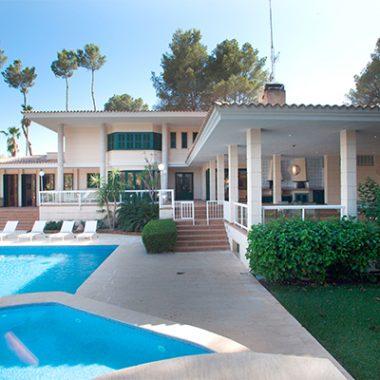Fincas & Villas
